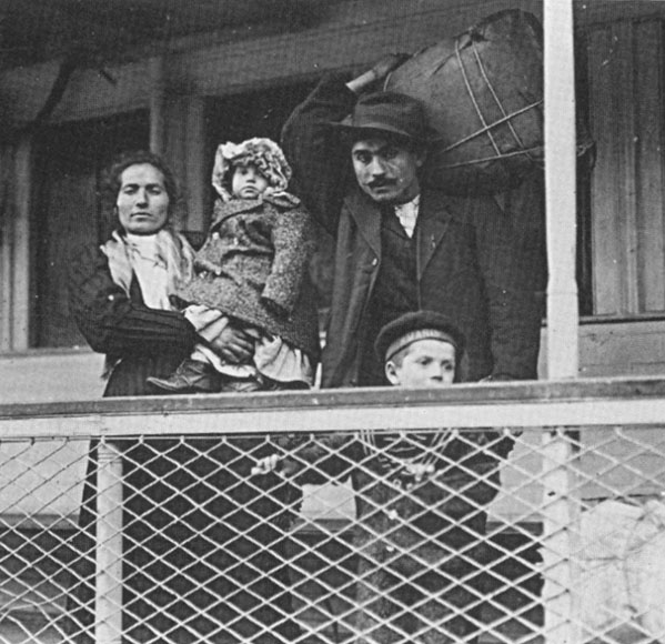 italian-immigrants-1